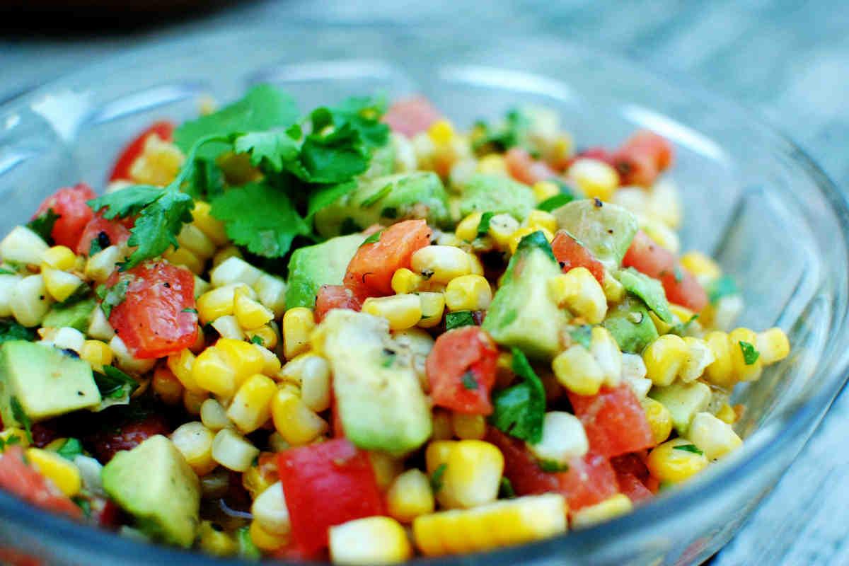 Простые салаты с кукурузой с